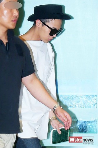 GDragon-IncheonAirport-backfromHongKong_20140806 (14)
