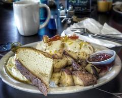 Brazilian breakfast... #cafebrazil #brazilianbreakfast #empanada #breakfast #em10markii #olympus #25mm #food