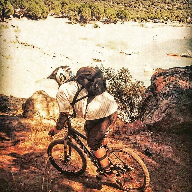 #endurobike con @mtbspain.es (suya es la foto original) #mtb #canyonbikes #sanmartindevaldeiglesias #pantanodesanjuan #pelayosdelapresa