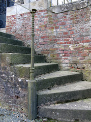 Acheux-en-Amiénois (chapelle funéraire Bellet - montant rampe escalier) 1