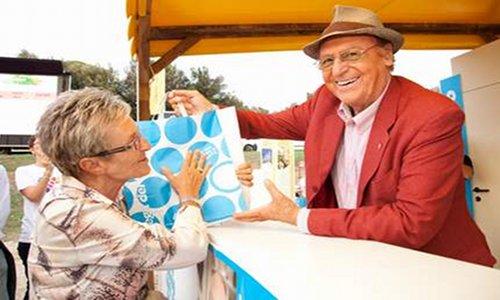 """Renzo Arbore all'iniziativa la """"Pasta della bontà"""". Foto tratta dal sito www.ontuscia.it"""