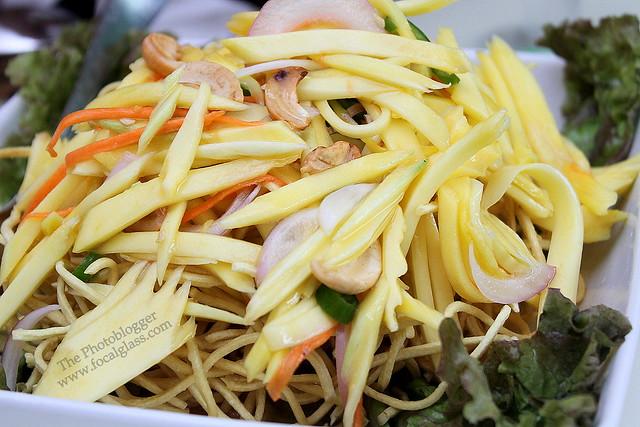Crispy Noodles Mango Salad