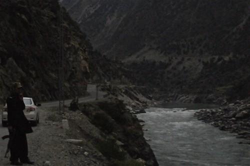 pakistan river gun young weapon gps indus policeman karakorumhighway