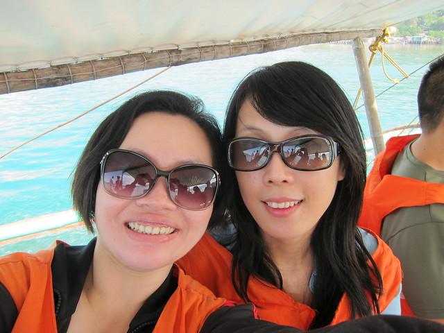 有鑑於之前長灘島的翻船意外, 我們都乖乖穿上救生衣