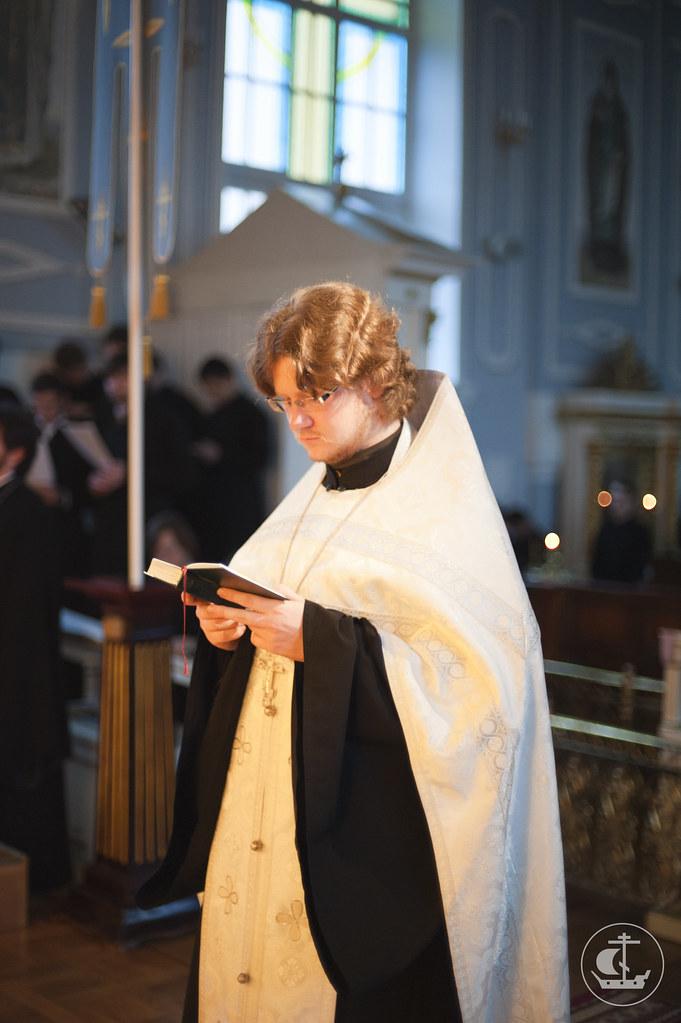Утренние молитвы во время Шестопсалмия