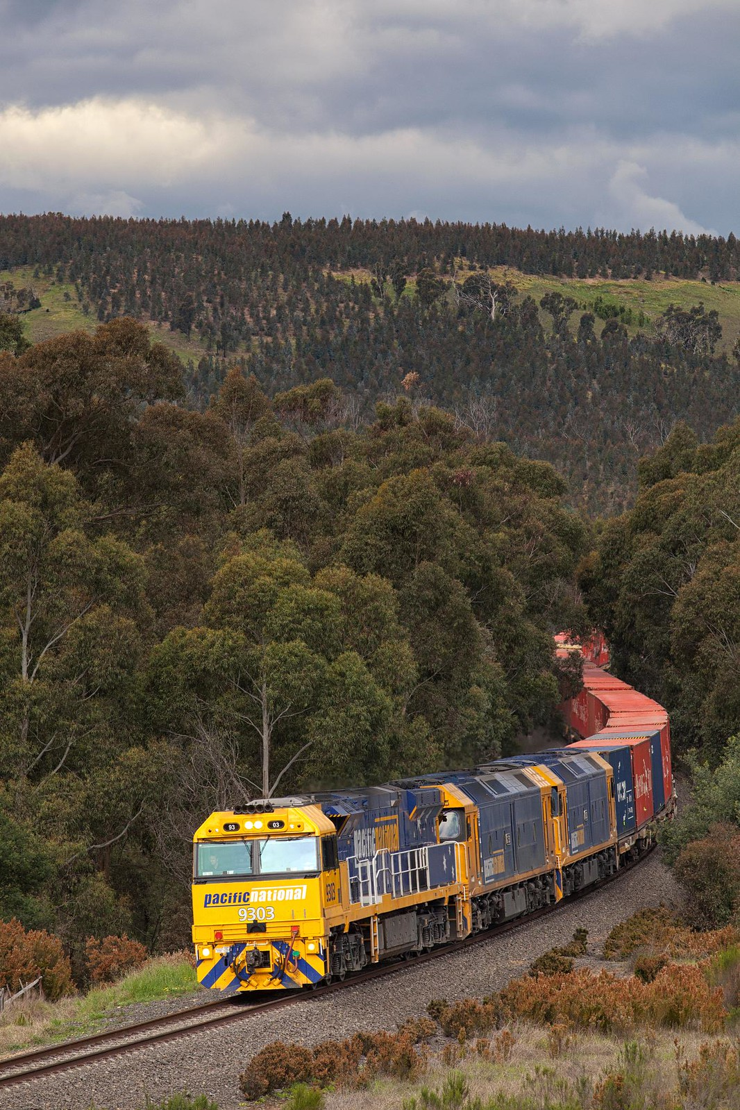 9303 Passing Kilmore East by Trent