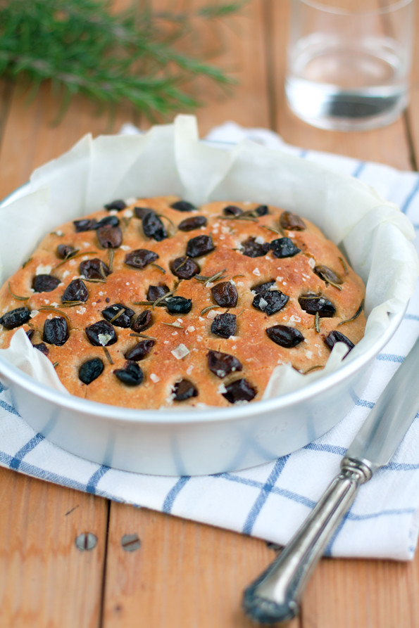 Focaccia con farina di grano Timilia olive e rosmarino