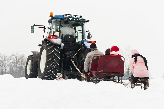 Tractor New Holland T5 - sleigh ride