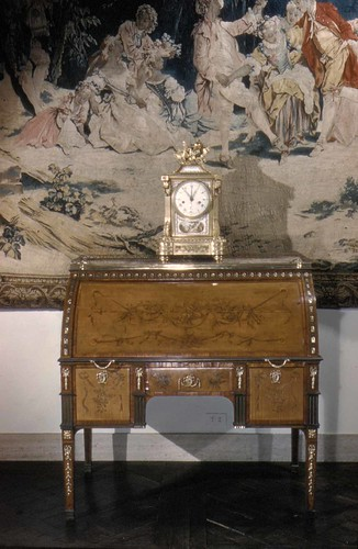 008-Desk, Rolltop- David Roengten 1780-Metropolitan Museum of Art