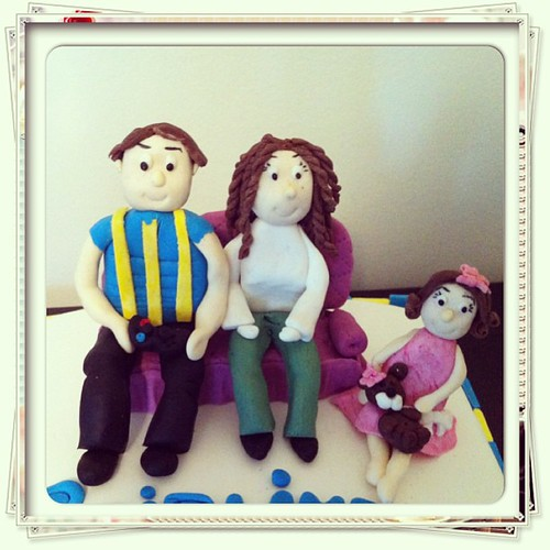 #30birthdaycake#fb#sugarpaste#sugarart #family by l'atelier de ronitte