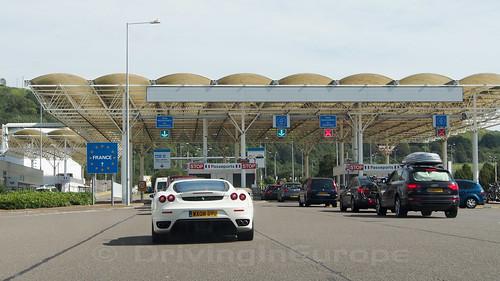 ユーロトンネル フランス側パスポートコントロール