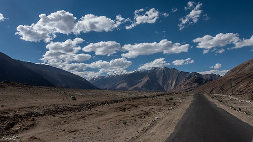 highway ladakh mountains road