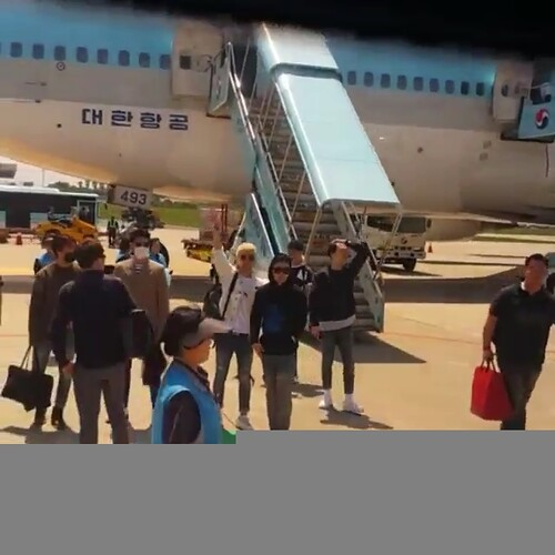 Big Bang - Jeju Airport - 19may2015 - chang_m_i_n - 04 (3)