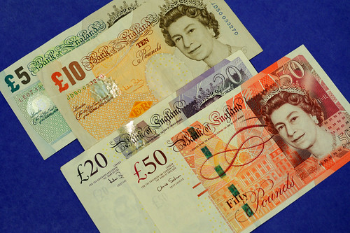Various denominations of GBP in regular visible light