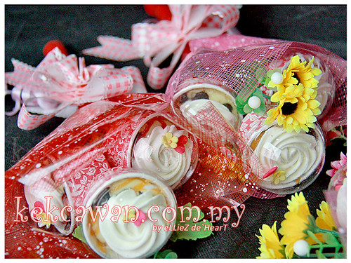 Cupcakes Hand Bouquet for Teacher's Day - 17 May 2012