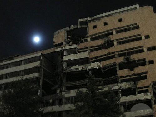 bombed-building-at-night-belgrade