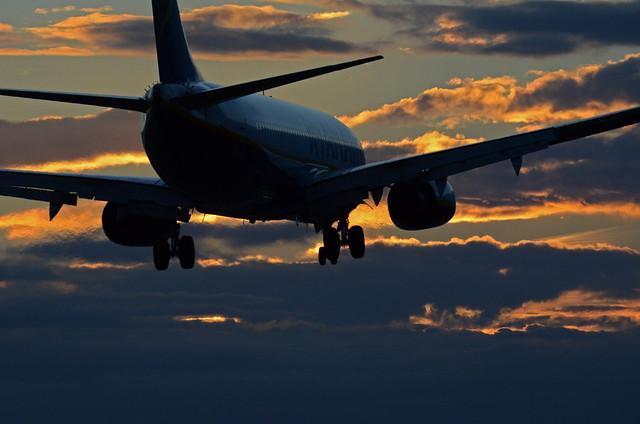 Boeing 737-800 Ryanair aterrizando en SVQ