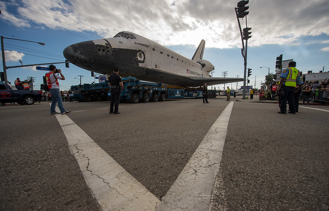 Space Shuttle Endeavour Move (201210120029HQ)   Flickr ...