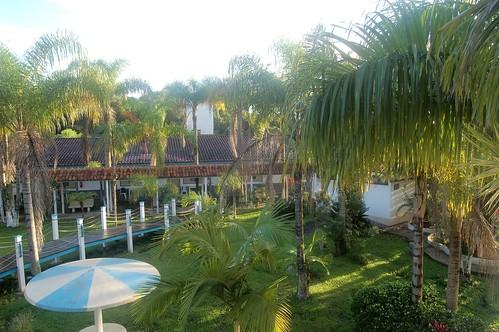 Der Blick vom Fenster in den Innenhof des Resorts