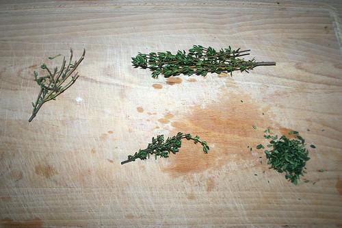 28 - Thymianblättchen abzupfen / Pick thyme leaves