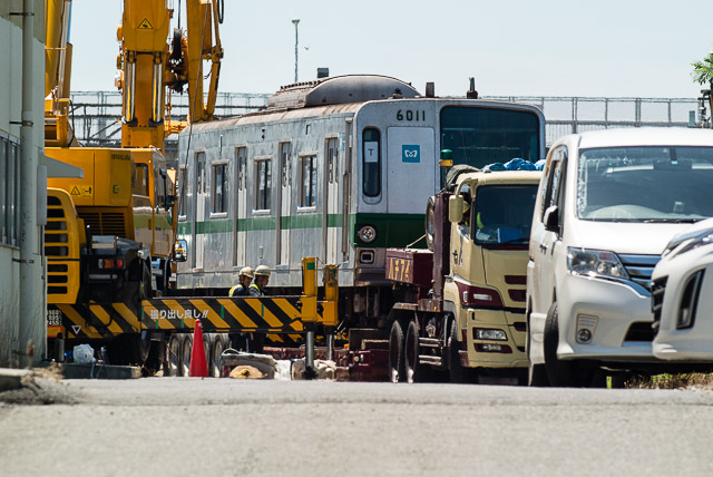 東京メトロ千代田線6000系6111F 6011号車 搬出積込