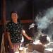 Crescencia cocinando; San Miguel Piedras, Distrito de Nochixtlán, Región Mixteca, Oaxaca, Mexico por Lon&Queta