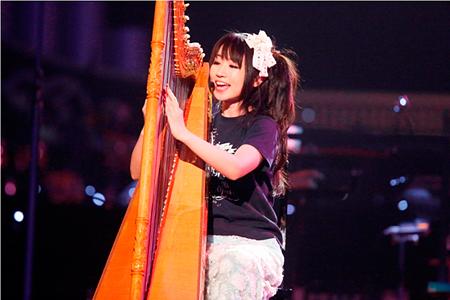 130121(1) – 「水樹奈奈」睽違2年之交響樂演唱會《LIVE GRACE 2013 -OPUSⅡ-》安可彈豎琴、感動數萬人! (7/7)