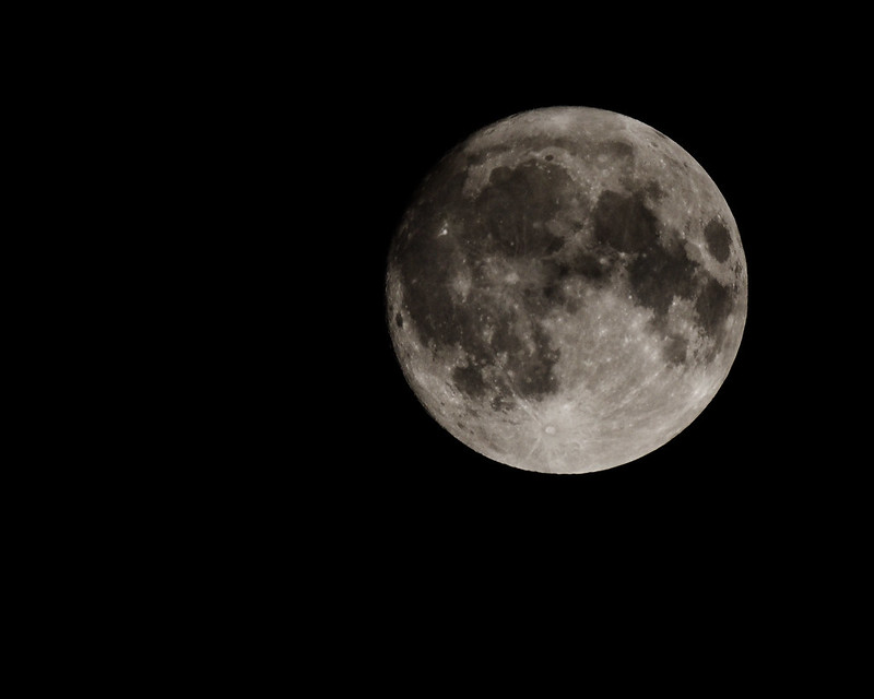 Moon Chasing with Tamron SP 500mm f/8.0 adaptall-2 mirror lens (55BB) and Pentax K-5