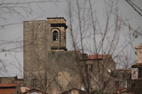 Tarquinia: chiesa in lontananza