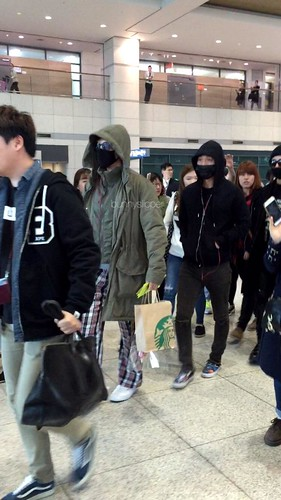 Big Bang - Incheon Airport - 10apr2015 - Bunnyslipper - 01