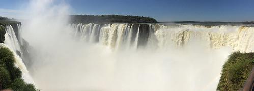 Les chutes d'Iguazu: plan d'ensemble de la Garganta del Diablo