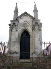 Acheux-en-Amiénois (chapelle funéraire Bellet) vue de face 1