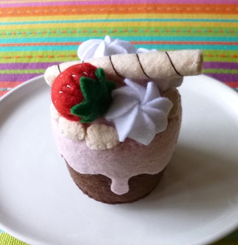 Felt play food - Mini strawberry & cream cake