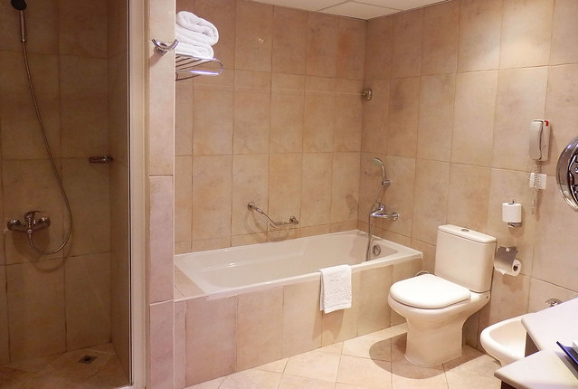 Vastu shastra tips for your bathroom for Bathroom in southwest corner vastu