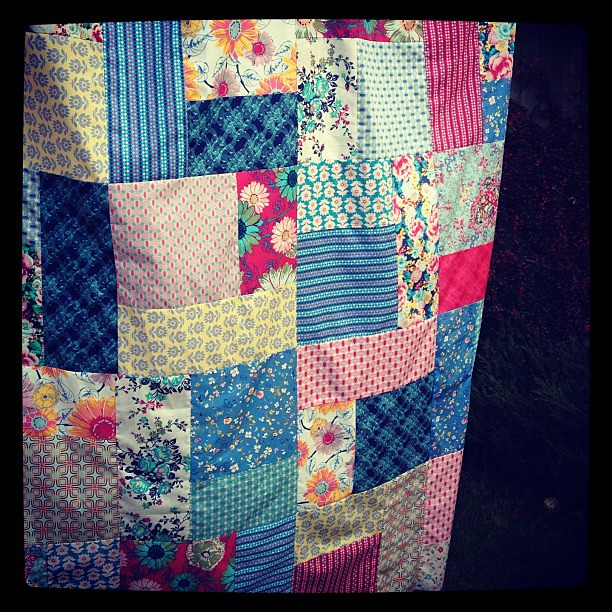 Floressence by @artgalleryfab quilt top. Love this line so much.