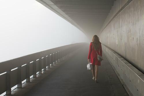 [フリー画像素材] 人物, 女性, 霧・霞, 人物 - 後ろ姿 ID:201210281800