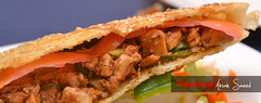 sandwich(0.0), sloppy joe(0.0), bã¡nh mã¬(0.0), veggie burger(0.0), cheesesteak(0.0), pulled pork(1.0), hamburger(1.0), produce(1.0), food(1.0), dish(1.0), cuisine(1.0), fast food(1.0),