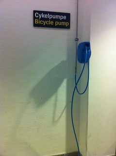 Copenhagen airport bike pump