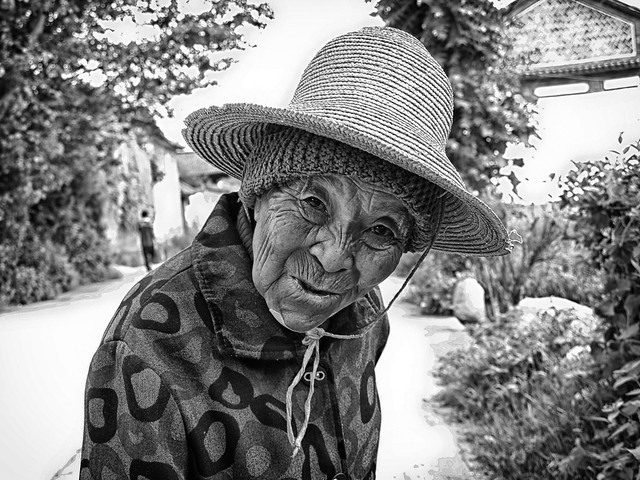 Old Chinese woman | Portrait of a old Chinese women. | By: BenDem ...: flickr.com/photos/benoitdemers/8133237188