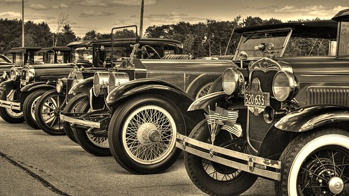 auto cars ford car sepia modela canon vintage automobile flag spokes wheels rollsroyce flags tires chrome vehicle headlight rims touring carshow autoclub photomatix photomatixpro a t2i