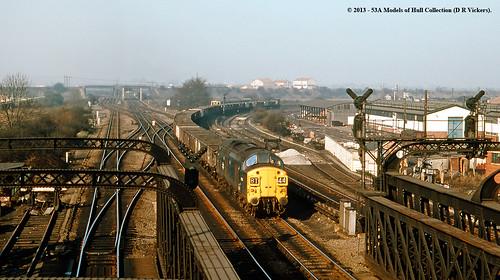 train diesel railway britishrail doncaster southyorkshire freighttrain class37 marshgatejunction