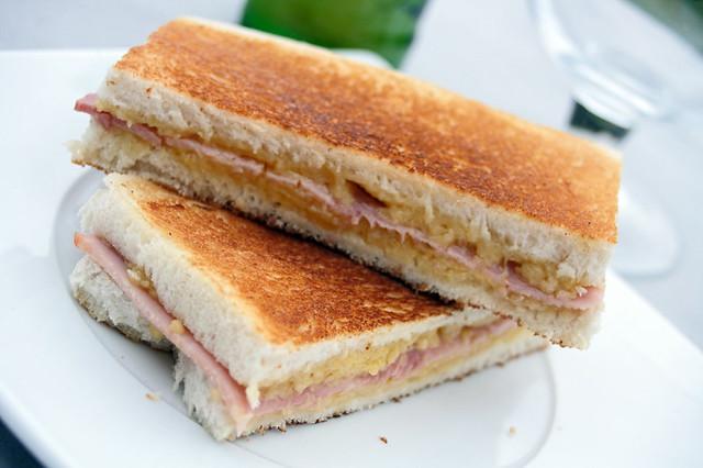 8386282426 a96d8a9ea9 z Sandwiches toastés au fromage et jambon cuit supérieur