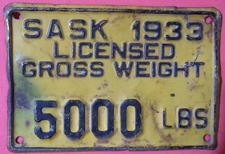 SASKATCHEWAN 1933 ---TRUCK  5000 lbs GROSS VEHICLE WEIGHT SUPPLEMENTAL PLATE