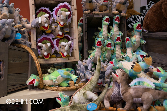 S.E.A. Aquarium - Dinosaur invasion