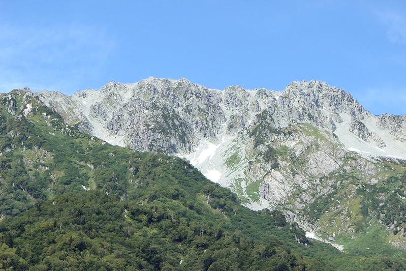 黒部ダムの回りにある山々