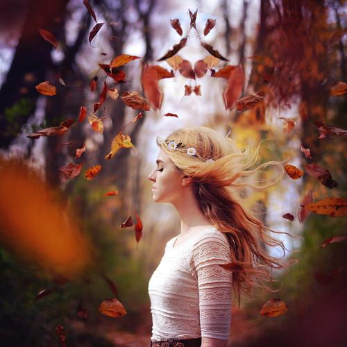 صور بنات في الخريف - خلفيات للخريف فصل تساقط الاوراق
