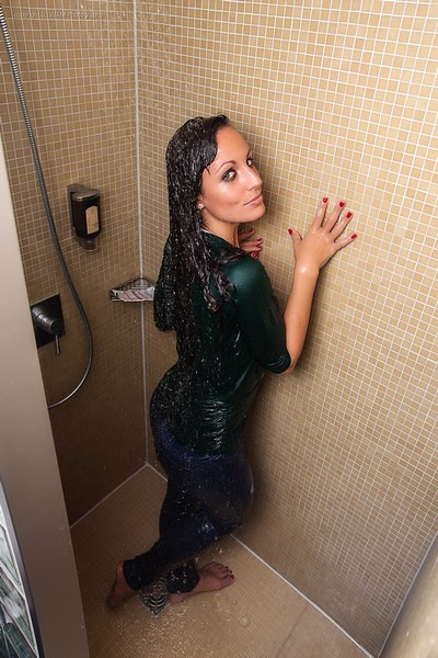 Enjoying a fully clothed bath | For the full-size photos ...