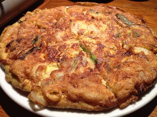 海鮮チヂミはふっくらオムレツみたい。@韓国食堂 ジョッパルゲ