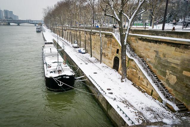 Quai de scène vu du Pont d'Iéna