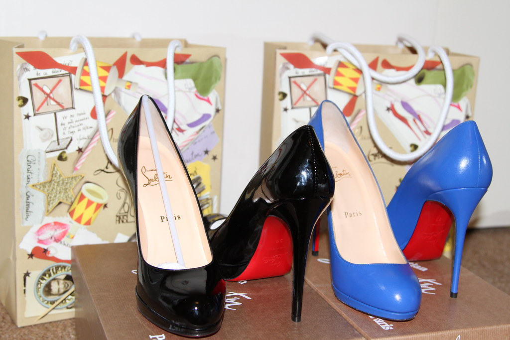 Christian louboutin high heels, pumps, red sole, blue, black, gorgeous